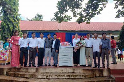"""Trường THCS Nguyễn Huệ tiếp nhận 209 bản sách thư viên và máy photocopi từ nhà tài trợ """"TẬP ĐOÀN NHƯ Ý VIỆT NAM"""""""