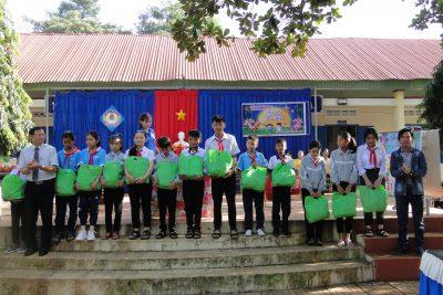 Liên đội trường THCS Nguyễn Huệ vui trung thu năm 2020 lồng ghép giáo dục Quyền trẻ em, ATGT, ATTP và vệ sinh môi trường.