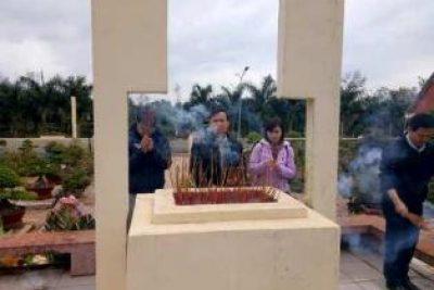 Hoạt động ngoại khóa viếng nghĩa trang Liệt sỹ Huyện Cư Mgar của thầy và trò Cụm CưSuê – EaMnang nhân dịp 22/12 /2017.