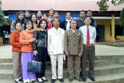 Liên đội Nguyễn Huệ mời các Bác CCB Xã EaMnang nói chuyện truyền thống và thăm gia đình có công với cách mạng tại địa phương nhân ngày 22/12 năm học : 2017-2018.