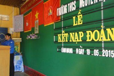Trường THCS Nguyễn Huệ kết nap đoàn viên mới